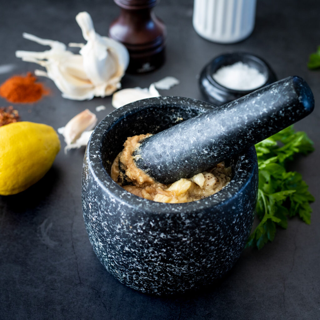 How to make muttabal with a mortar and pestle